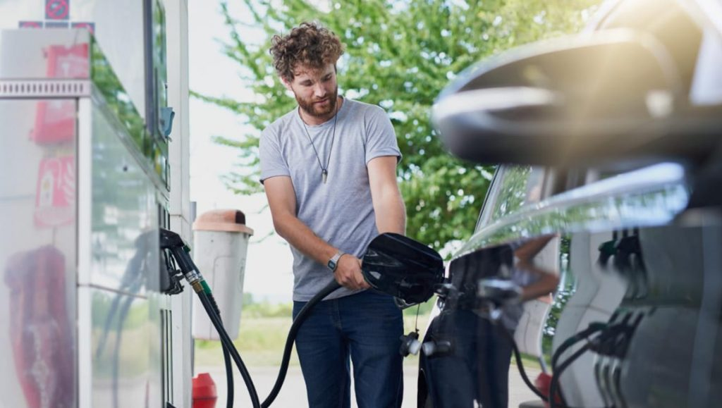 Cómo bajar los gases de un coche de gasolina